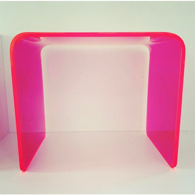 This gorgeous specimen is one of the first in our new line of Memphis Group inspired Neon acrylic tables. Done in the...