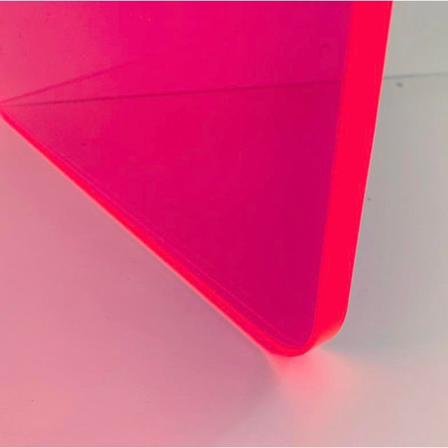 """Memphis Group """"The Side Piece"""" Side Table in Neon Pink For Sale - Image 4 of 8"""