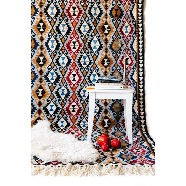 New Beginnings Turkish Kilim - 4′11″ × 7′6″ For Sale - Image 5 of 5
