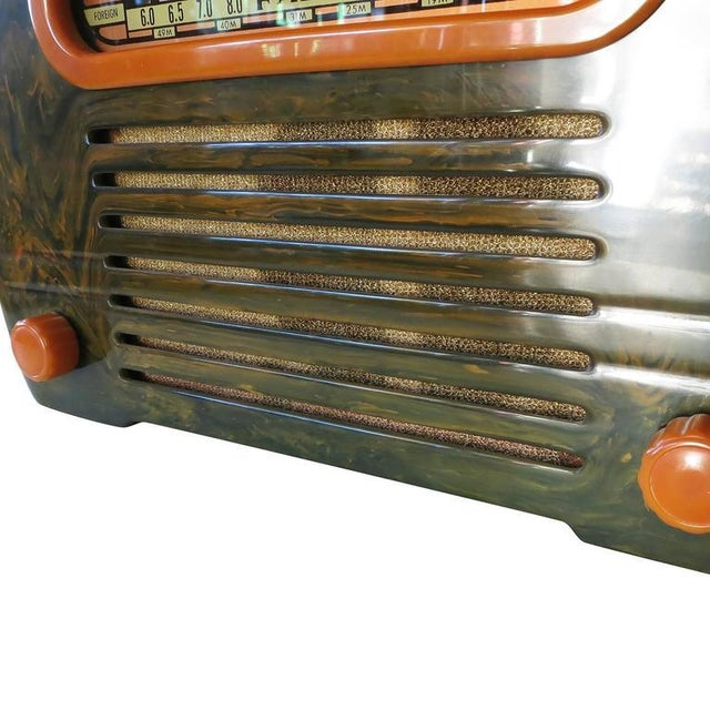 "Fada Model 659 ""Superheterodyne"" Marble Green and Caramel Catalin Tube Radio - Image 5 of 8"