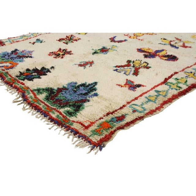 Get a rich and exotic look with this vintage Berber Moroccan rug. With its modern tribal design and Primitive charm, this...