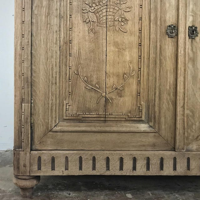 19th Century Country French Stripped Louis XVI Vitrine - Cabinet For Sale - Image 10 of 13