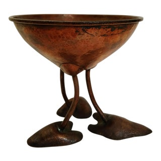 Hand-Hammered Copper Arts and Crafts Styled Bowl With Legs and Feet, Mid-Century For Sale