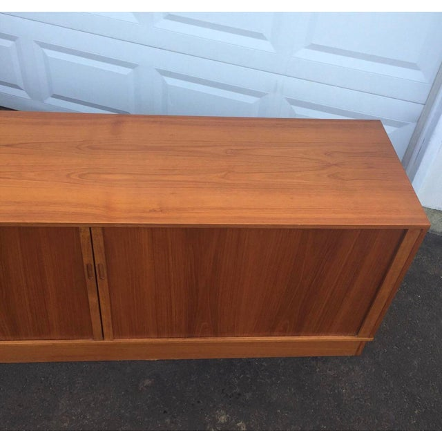 Mid-Century Modern Teak Credenza or Tv Console For Sale In New York - Image 6 of 11