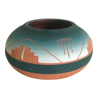 Vintage Signed Native American Sioux Swallow Teal Ombre Terra Cotta Etched Vase For Sale
