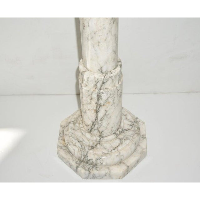 1930s Neoclassical Revival Calcutta White Marble Pedestal or Jardiniere For Sale - Image 4 of 9