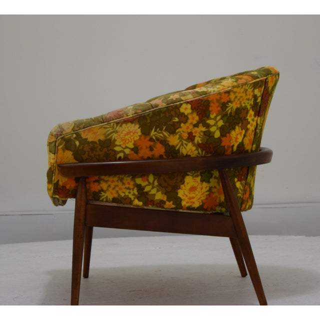 Mid-Century Modern Barrel Back Tufted Floating Chair For Sale - Image 3 of 9