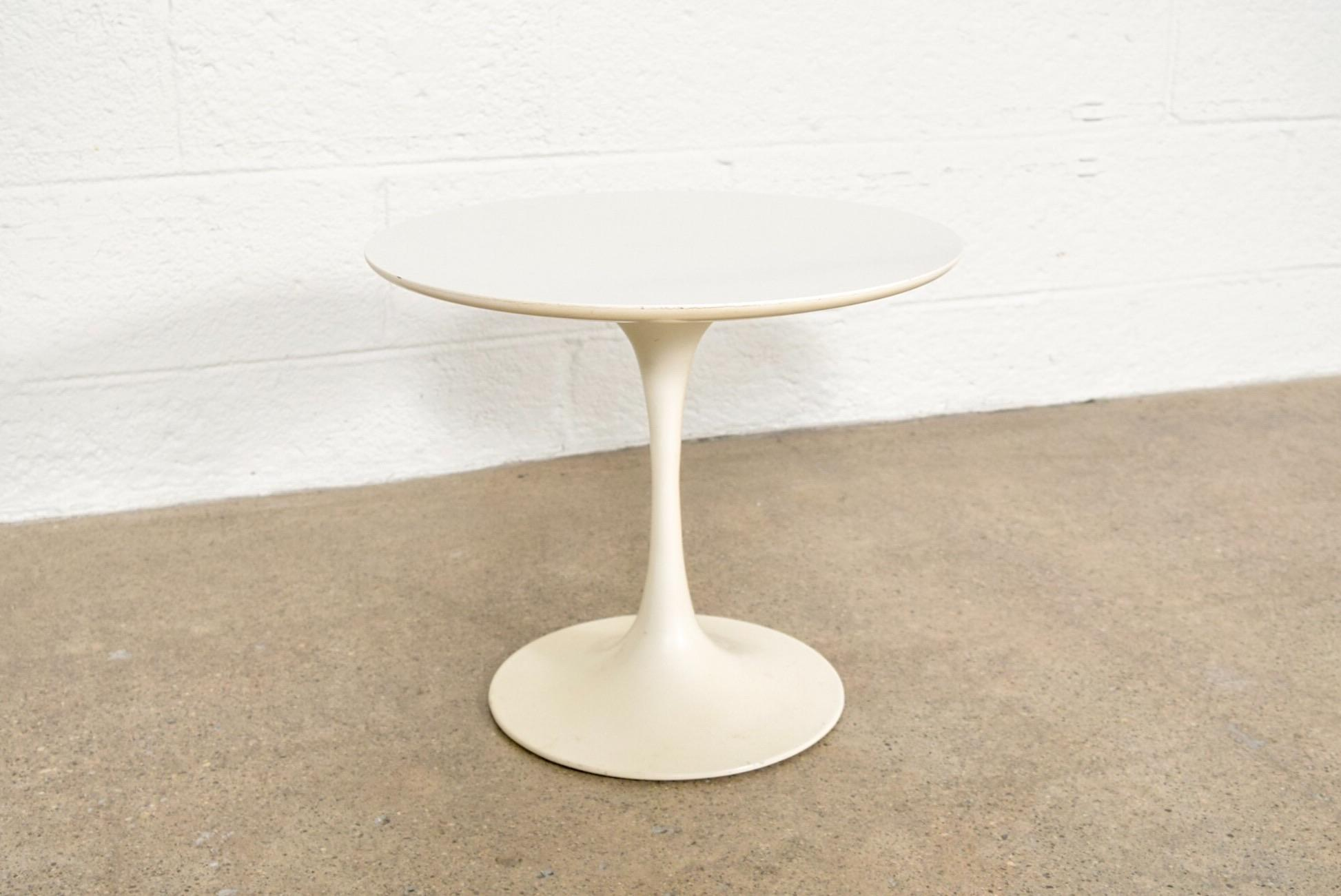 Small Saarinen Style Tulip End Table   Image 4 Of 11