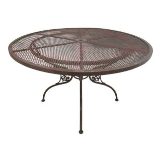 1940s Vintage Woodard Daisy Mesh Patio Table For Sale