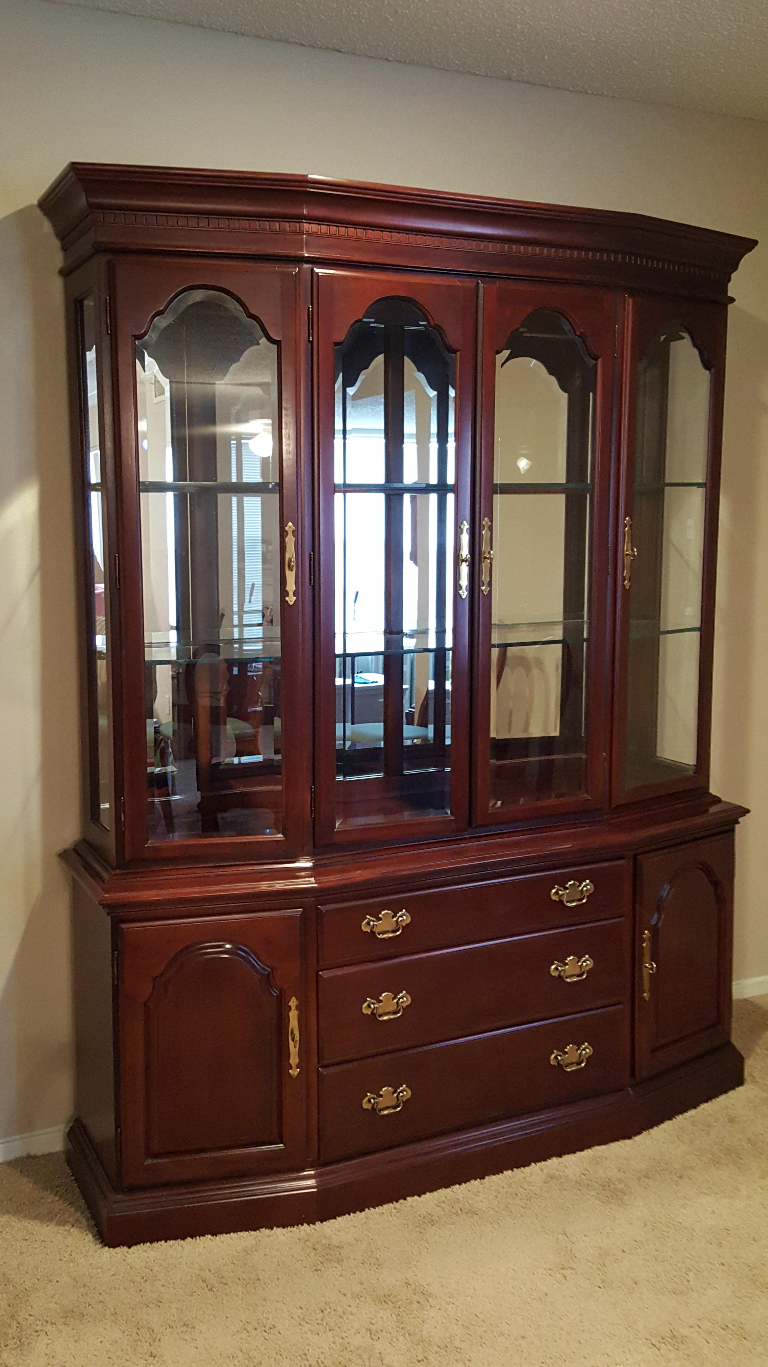 Queen Anne China Cabinet   Image 2 Of 5
