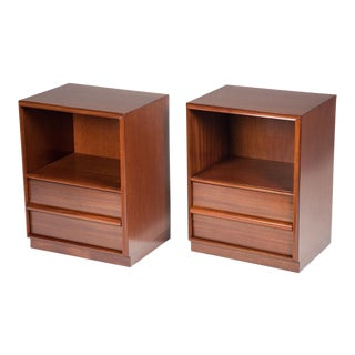 T.H. Robsjohn-Gibbings for Widdicomb Mid-Century Nightstands - a Pair For Sale