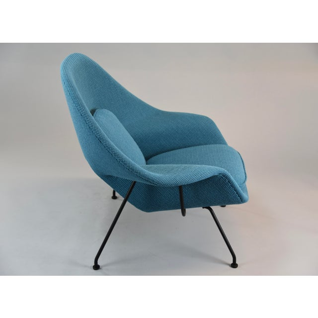 Mid-Century Modern Womb Chair and Ottoman in Cato Blue Knoll Fabric For Sale - Image 3 of 8