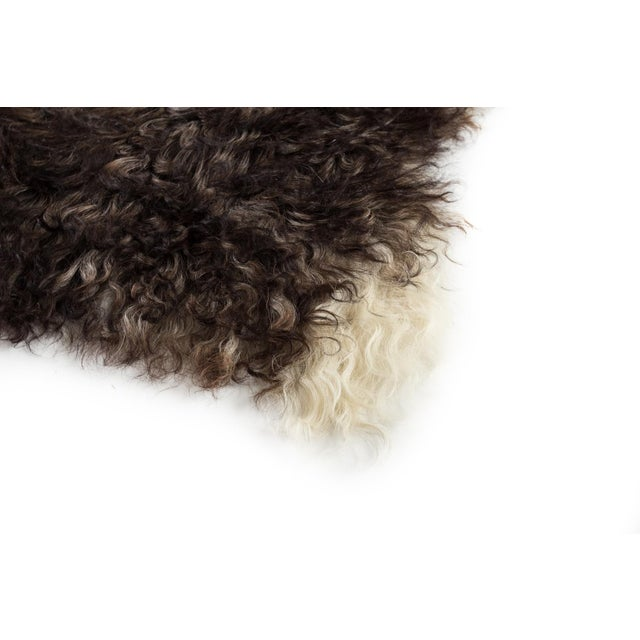 """Contemporary Handmade Wool Sheepskin Pelt Rug -2'2""""x3'2"""" For Sale In Chicago - Image 6 of 7"""