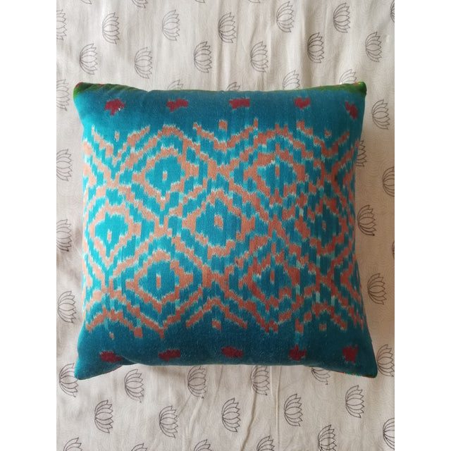 2010s Anglo-Indian Silk Embroidered Tapestry Cushions With Ikat Backs For Sale - Image 5 of 13