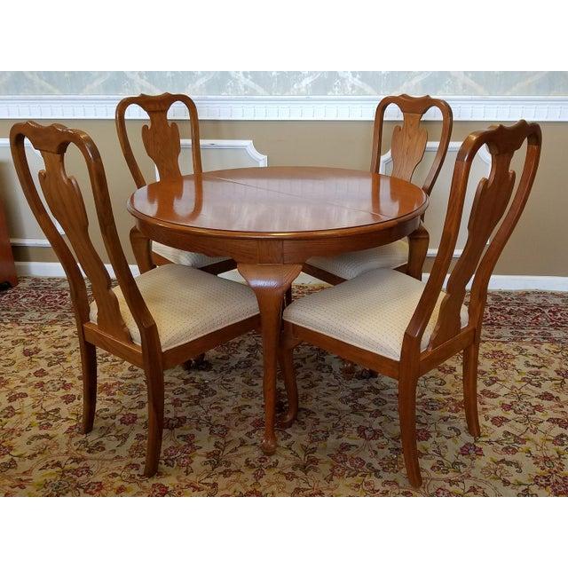 1990s Carleton Oak Drexel Heritage Queen Anne Round Dining Room Set For Sale - Image 5 of 11