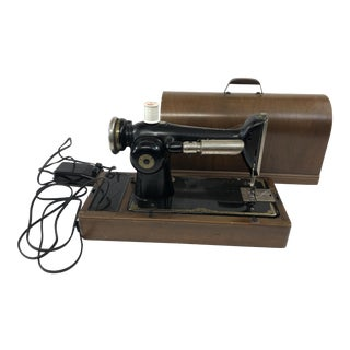 Vintage Singer Sewing Machine With Original Bentwood Case For Sale