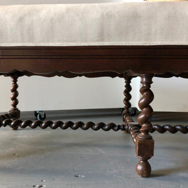 Late 18th Century Elizabethan-Style Loro Piana Linen Upholstered Chaise For Sale - Image 5 of 10