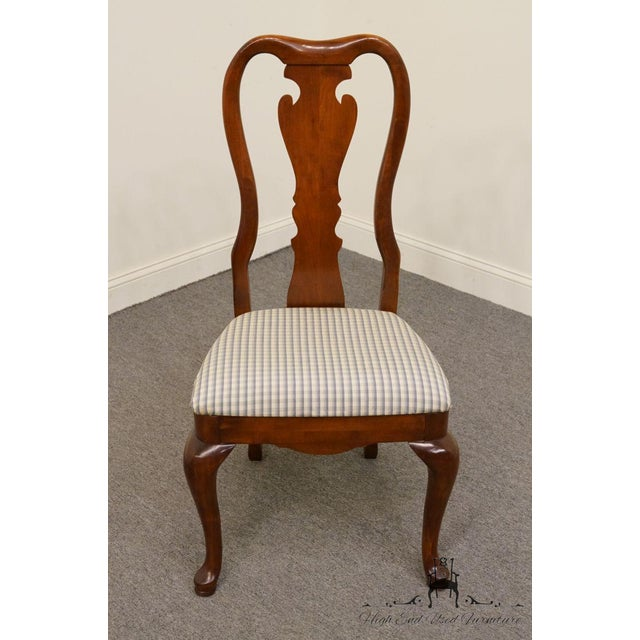 Queen Anne Late 20th Century Vintage Thomasville Furniture Collectors Cherry Queen Anne Style Dining Side Chair For Sale - Image 3 of 10