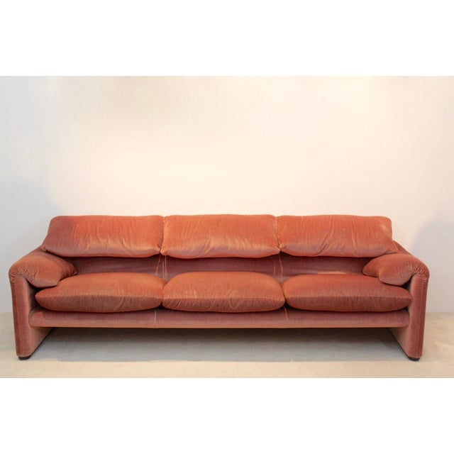 Pink Three-Seat Maralunga Sofa by Vico Magistretti for Cassina, Italy 1973 For Sale - Image 8 of 8