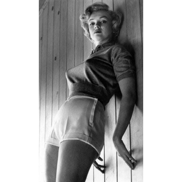 An intimate and rare capture of Marilyn Monroe, 1952. Photo by Joe Shere. 16x20 Print (unframed) Our fine art prints are...