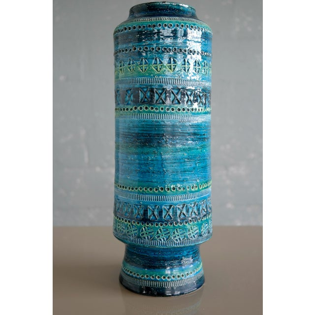 A very large and rare vase designed in 1959 by Aldo Londi for Bitossi Ceramiche for the collection Rimini Blu. This...