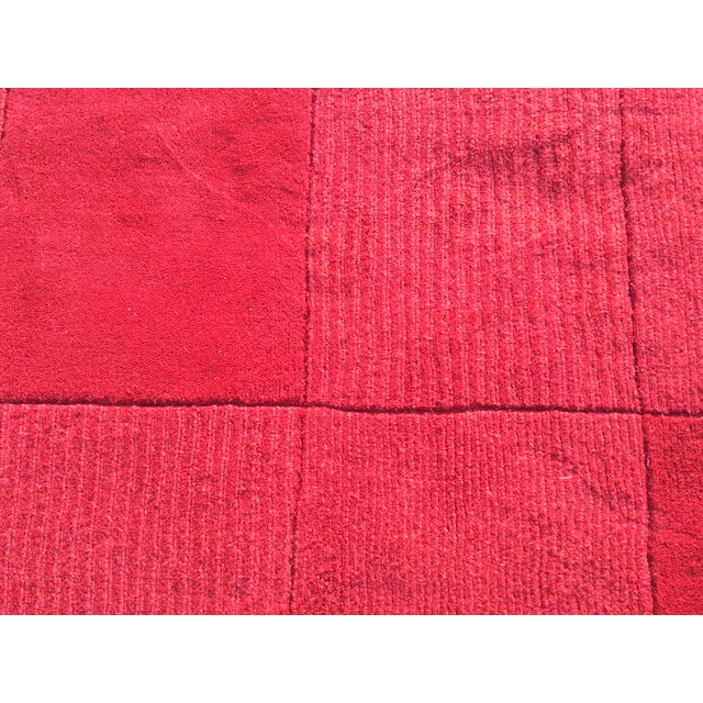 """Red Hand-Tufted Rug - 4'8"""" x 6'8"""" - Image 4 of 8"""