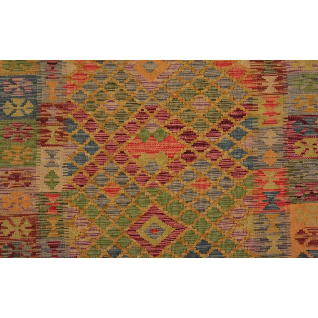 Contemporary Tribal Lesli Beige/Gold Hand-Woven Kilim Wool Rug -3'6 X 6'9 For Sale In New York - Image 6 of 8