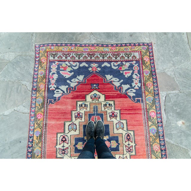 """1950s House of Séance - 1940s Vintage Anatolian Taspinar Oushak Wool Pile Hand-Knotted Rug - 4'10"""" X 8' For Sale - Image 5 of 11"""