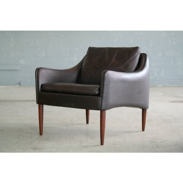 Mid-Century Modern Hans Olsen Pair of Danish Lounge Chairs in Brown Leather and Rosewood Legs For Sale - Image 3 of 13