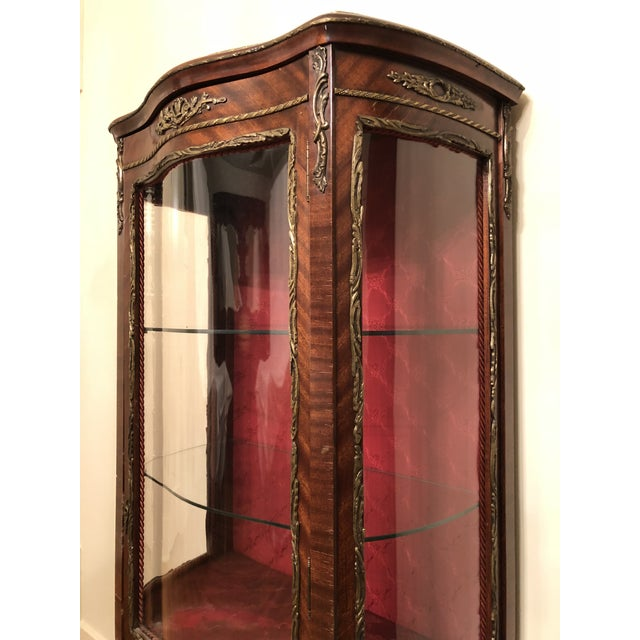 Fabric 1910s French King Louis Vernis Martin Curio Cabinet Vitrine Display Case For Sale - Image 7 of 9