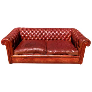 1930s English Traditional Distressed Tufted Leather Chesterfield Sofa For Sale
