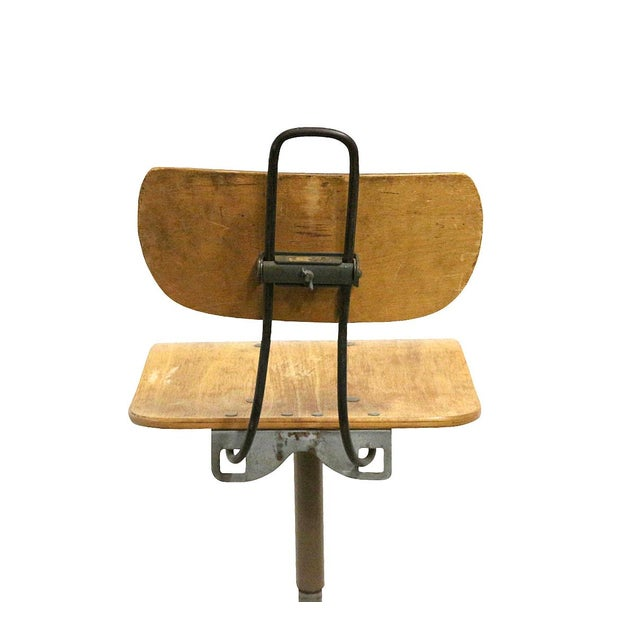 Offering an outstanding vintage office scientific laboratory chair. Easily adjustable, going high for a bar table height...