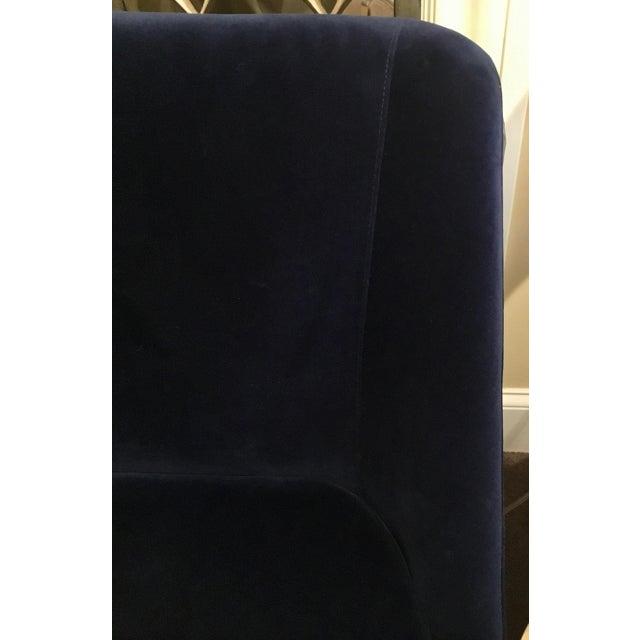 Modern Worlds Away Modern Navy Blue Velvet Gianna Settee For Sale - Image 3 of 4