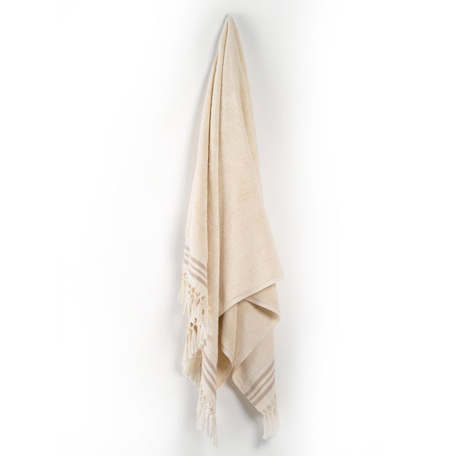 This limited edition bath towel comes in a ultra-king size and beautful brown stripes. With the finest drawn balance...