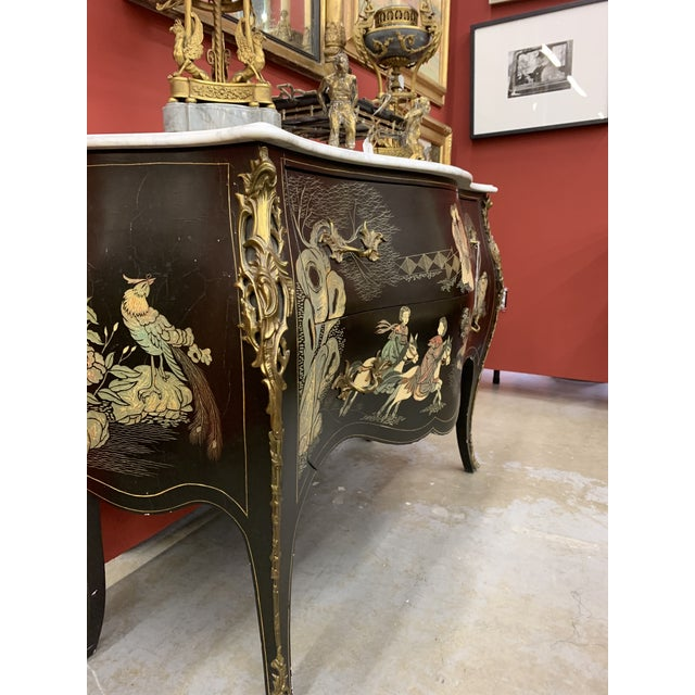 Mid 20th Century Louis XV Style Gilt Bronze Mounted Chinoiserie Japanese Decorated Commode For Sale - Image 5 of 8