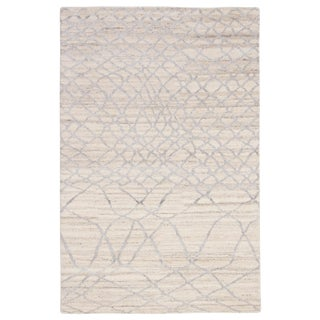 Jaipur Living Manakin Hand-Knotted Trellis Ivory & Silver Area Rug - 5′ × 8′ For Sale
