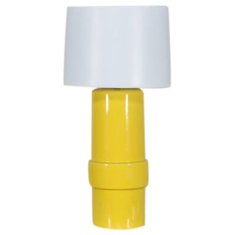 Vintage 1970′s Yellow Ceramic Italian Table Lamp For Sale