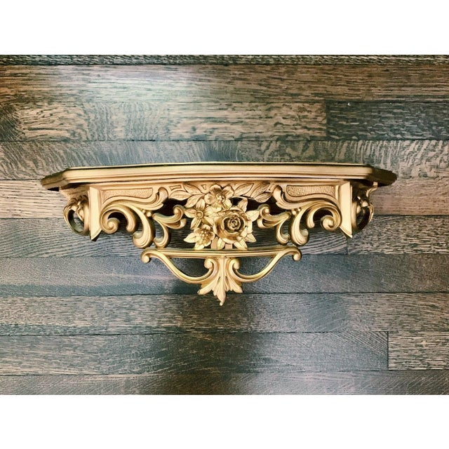 Resin 1960s Hollywood Regency Gold Syroco Hanging Wall Shelf For Sale - Image 7 of 7
