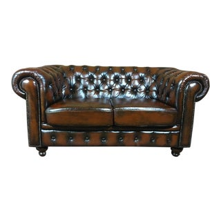 20th Century Vintage English Traditional Tobacco Brown Leather Chesterfield 2 Seat Sofa For Sale