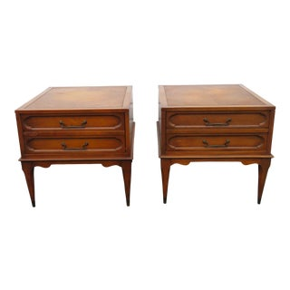 Mid Century Modern Pair of Nightstands Side End Tables For Sale