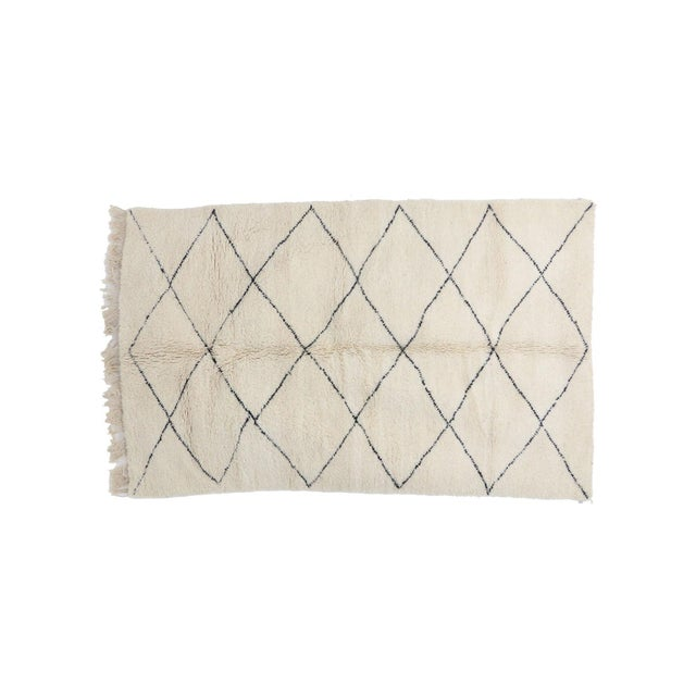 """Contemporary Contemporary Beni Ourain Vintage Moroccan Rug - 5'1"""" X 8'4"""" For Sale - Image 3 of 6"""