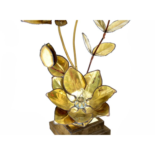 Maison Jansen French Mid-Century Modern 3 Light Cut Brass Flower Table Lamp For Sale - Image 9 of 13
