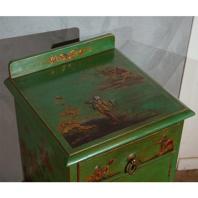 Asian Early 20th Century Chinoiserie Decorated Night Stand For Sale - Image 3 of 7