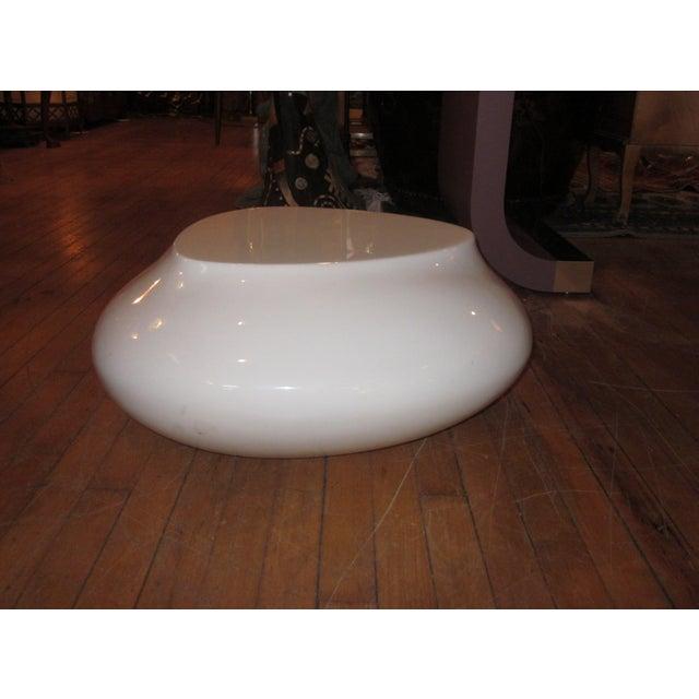 Early 21st Century Contemporary White Fiberglass Cedric Ragot for Roche Bobois Cute Cut Xxs Cocktail Table For Sale - Image 5 of 7