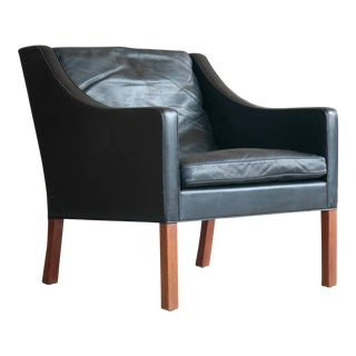 Borge Mogensen Model 2207 Lounge Chair in Black Leather and Teak for Fredericia For Sale