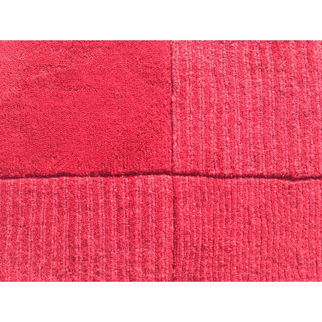 """Red Hand-Tufted Rug - 4'8"""" x 6'8"""" - Image 5 of 8"""