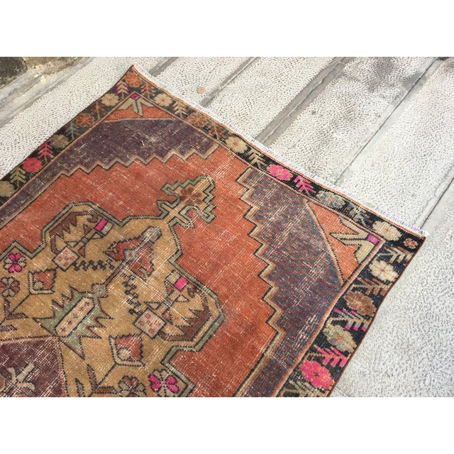 1970s Vintage Turkish Anatolian Hand-knotted Oushak Rug- 4′3″ × 8′ For Sale In Houston - Image 6 of 9