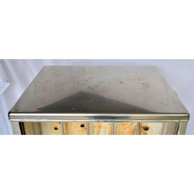 Vintage Mobil Oil Pegasus Advertising Display Cabinet For Sale - Image 11 of 13