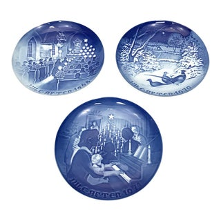 Vintage Blue Christmas Plates - Set of 3
