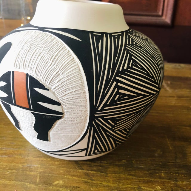 Native American Vintage Acoma Hare Native American Indian Pottery Pot Signed DWaconda For Sale - Image 3 of 9